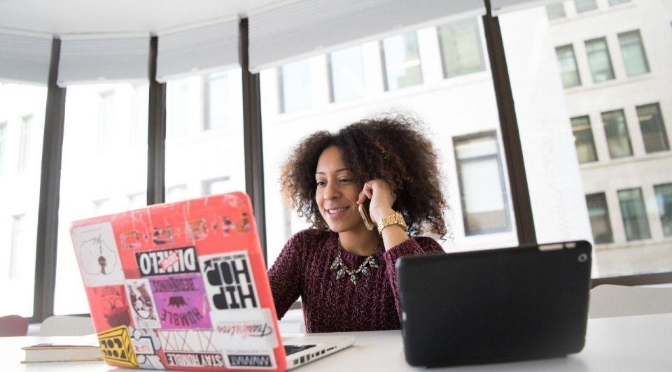 Laptops ondernemer werk fulltime baan unsplash