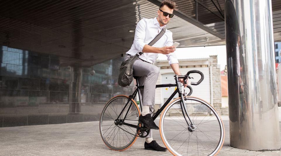 Man fiets werkgever zakenman mobiliteit