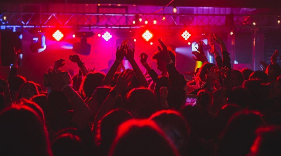 Nachtclub disco publiek unsplash