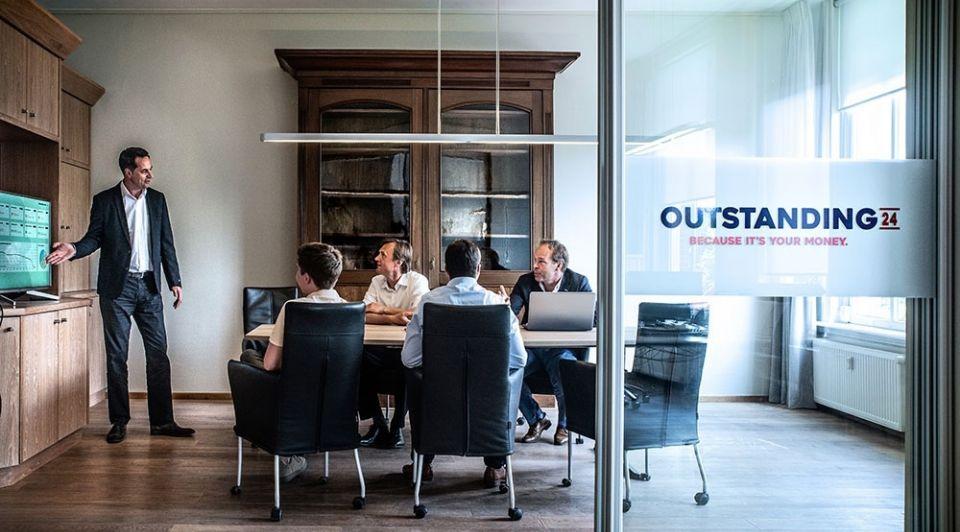 Outstanding 24 online debiteurenbeheer