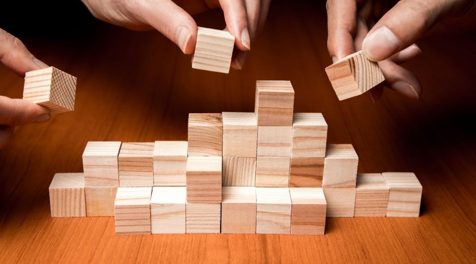 Samen houten blokjes samenwerking team