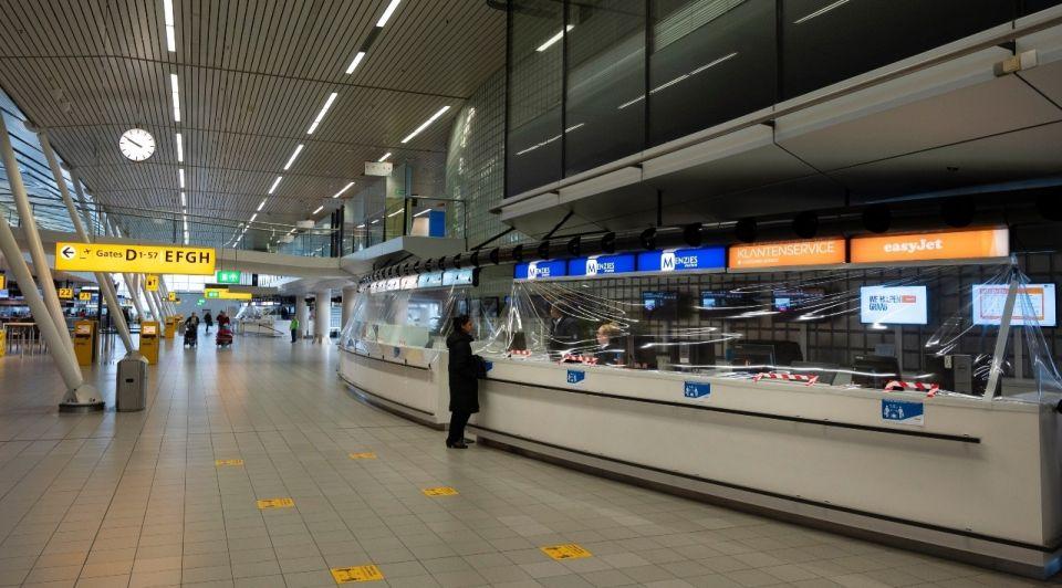 Schiphol corona luchthaven balie