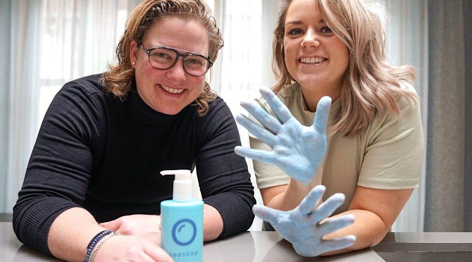 Seesoap michelle links sophie rechts blauwe zeep corona handen wassen