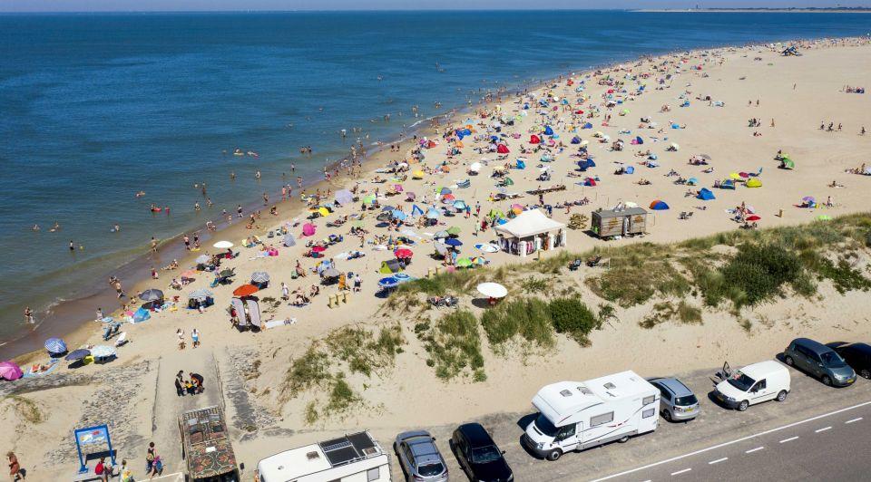 Strand drukte zomer corona horeca