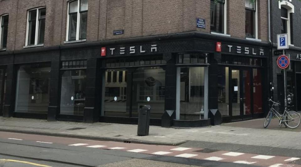 Tesla brandstore amsterdam