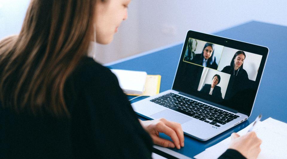 Voorgoed thuiswerken corona videobellen bedrijven doen kantoor weg
