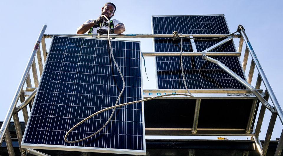 Zonnepanelen bedrijven milieu investeringen duurzaam cbs