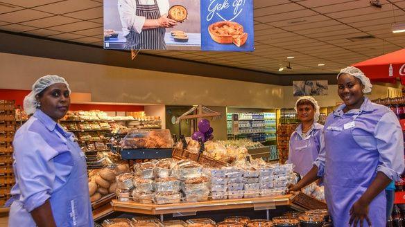Gerard van der Tweel multimiljonair supermarkt supermarkten Suriname carriere1