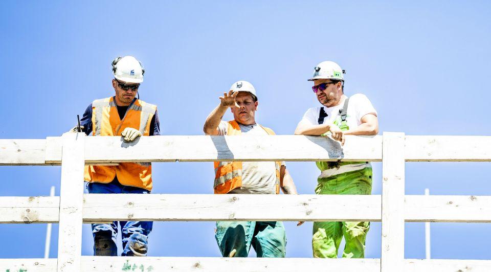 Daling aantal bouwvakkers WW blijft aanhouden