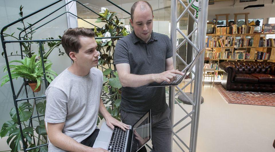 Eindhoven Joshua Schoenaker en Egbert Teeselink van Talk JS