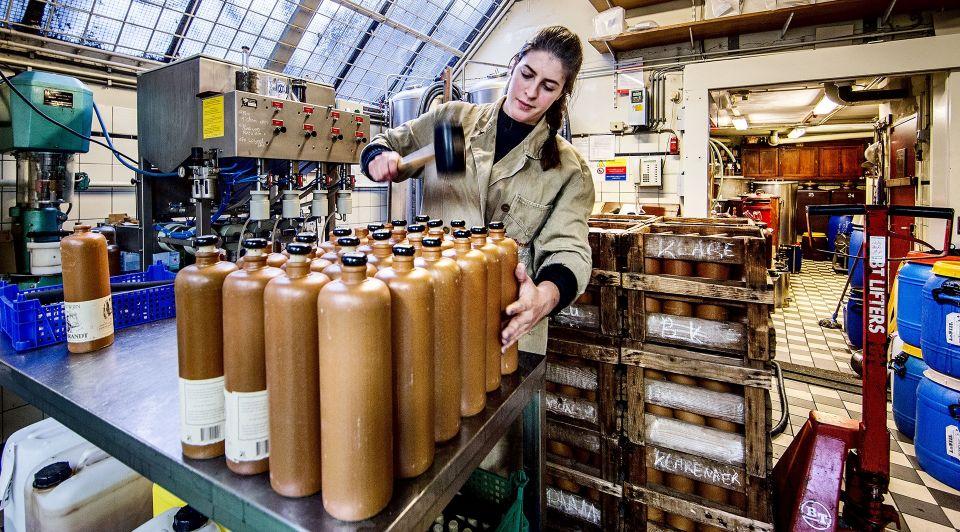 JP Jvan Wees Distilleerderij De Ooievaar1