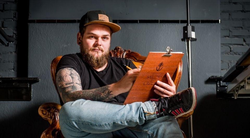 Mark Overmaat bekende Almelose tattooeerder 2 Lars Smook