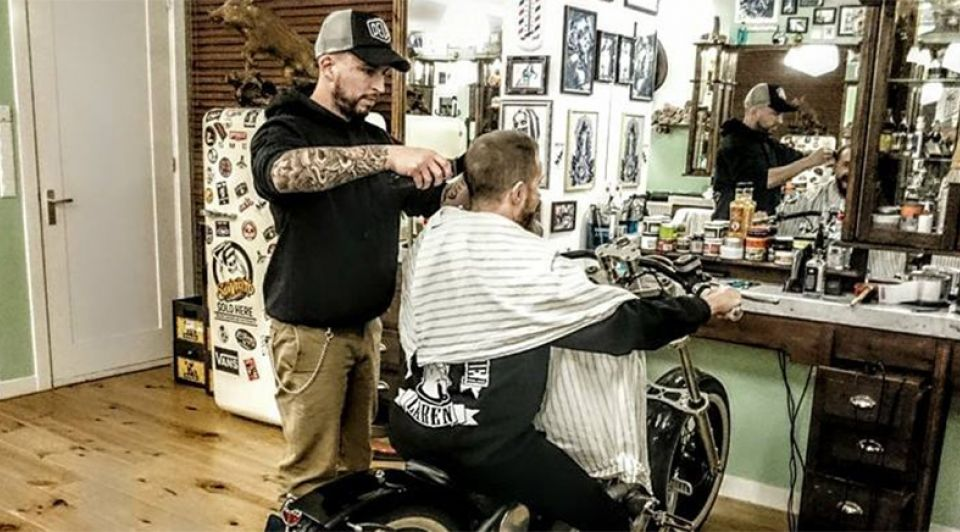 Barbier rogier drive in laren motor knipbeurt kapper