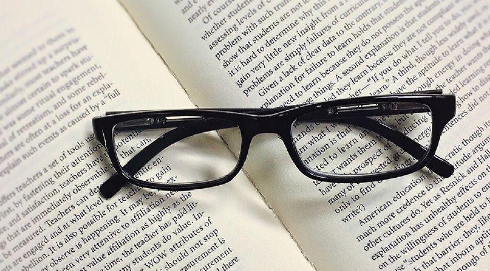 Boek bril taal stock