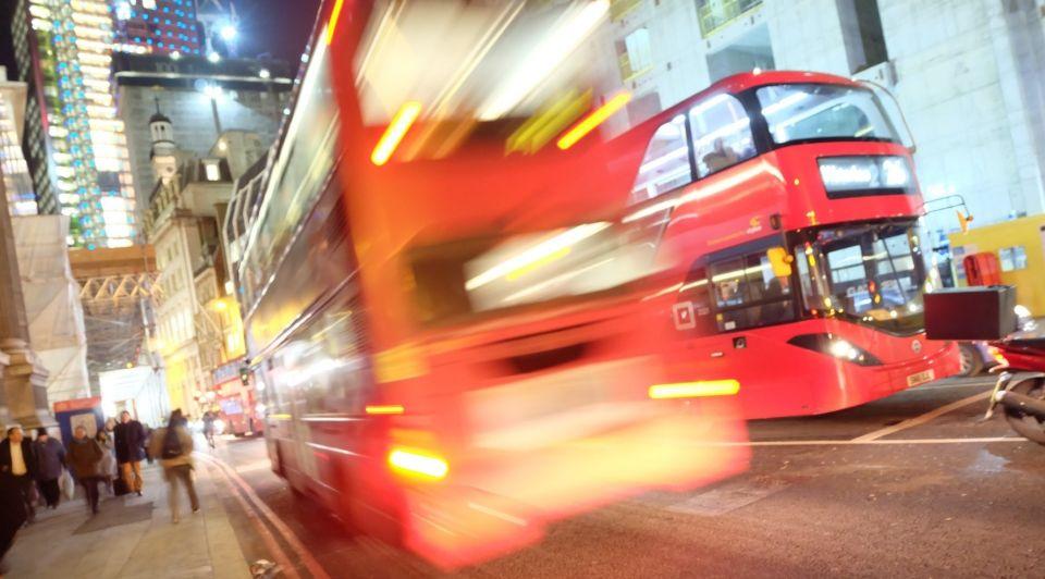 Brexit Boris Johnson bus afgrond
