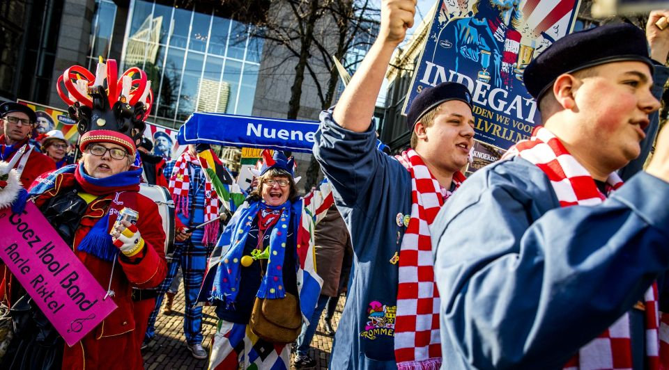 Carnaval Veghel Mars Bavaria ASML Den Haag Dijkhoff