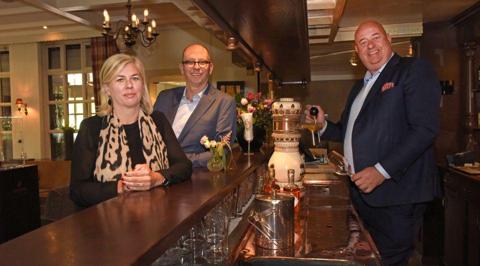 Familie strikker hotel bloemenbeek