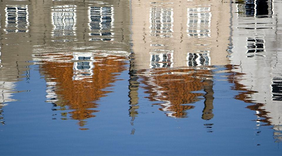 Huizen middelburg zeeland historisch weerspiegeling water