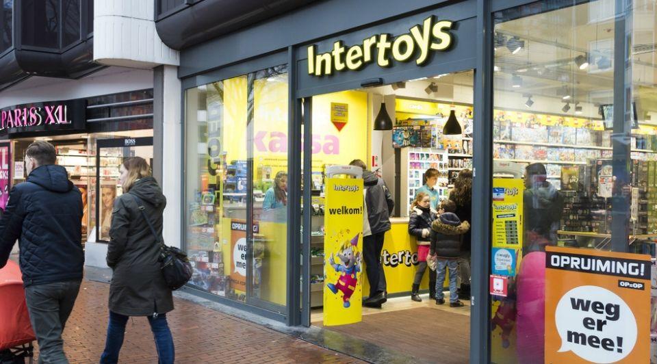 Intertoys eerste wapenfeit doorstart green swan verkoop acht winkels toys r us
