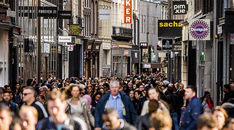 Kalverstraat amsterdam drukte winkelpubliek winkelstraat