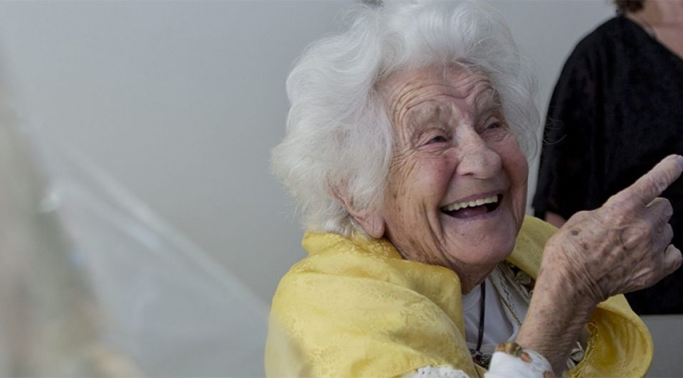 Oma vrolijk lachen omapost brief1065
