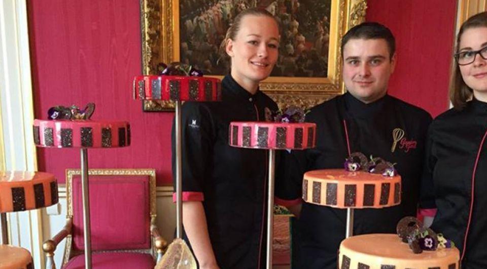 Patrick de vries maakt taart voor beatrix foto facebook